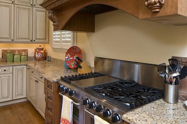 New_Home_East_Memphis_Kitchen-2-thumb