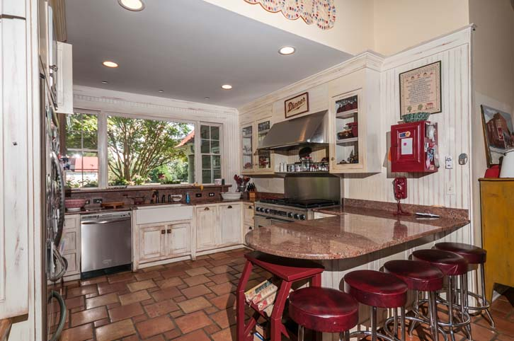 Rocky-Hill-Manor_Kitchen-2