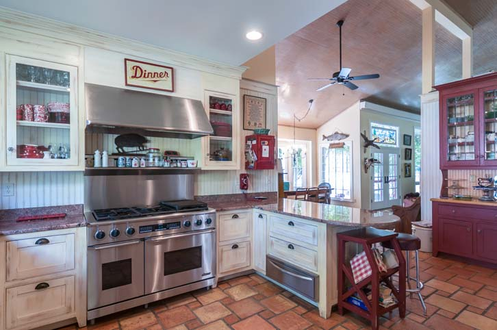 Rocky-Hill-Manor_Kitchen-3